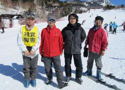丸山さん(左から2番目)のグループは4人で構成。丸山さんの左隣が谷尾さん、右隣が茂樹さん