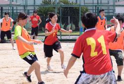 スポーツをする女性たち