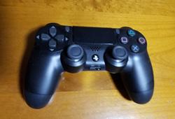 写真:ゲームコントローラー