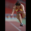 義足を外して跳ぶ中国の選手―フェスピック クアラルンプール大会にて