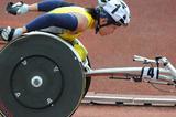 トラックを駆け抜ける土田和歌子選手―2010ジャパンパラリンピック陸上競技大会