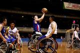車椅子バスケットボール    写真/竹見脩吾