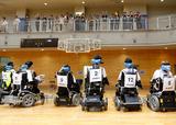電動車椅子サッカー    写真/竹見脩吾