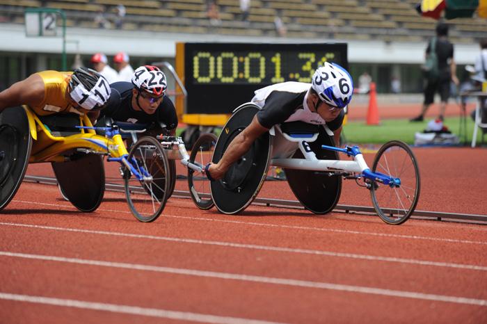 トップ選手は平均時速が30kmを超える―2010ジャパンパラリンピック陸上競技大会