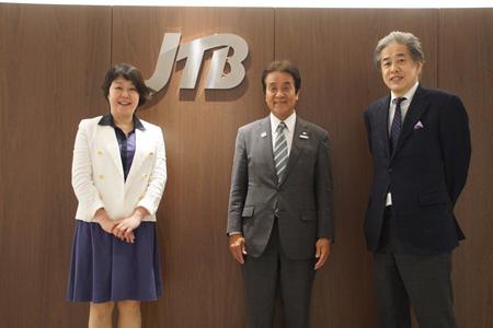 写真:左から、伊藤・青木・二宮