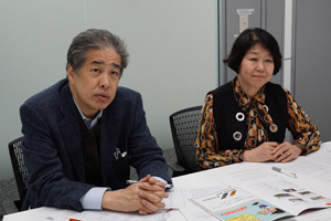 写真:二宮清純(左)、伊藤数子(「挑戦者たち」編集長)(右)