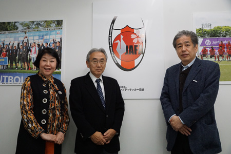 写真:左から伊藤、武田、二宮