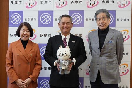 写真:左から伊藤・齊藤・二宮