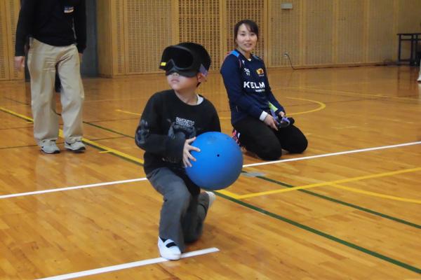老若男女幅広い年齢層の方がゴールボールを体験した