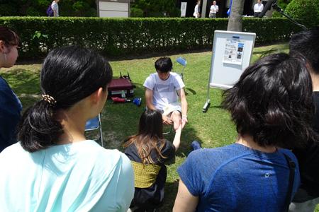 春田選手に熱心に質問する参加者たち