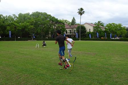 春田選手と走行にチャレンジする参加者