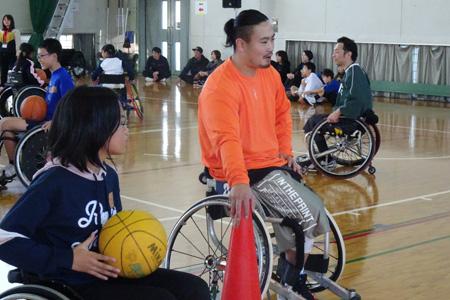体験会は「愛媛車いすバスケットボールクラブ」の皆さまにご協力頂きました