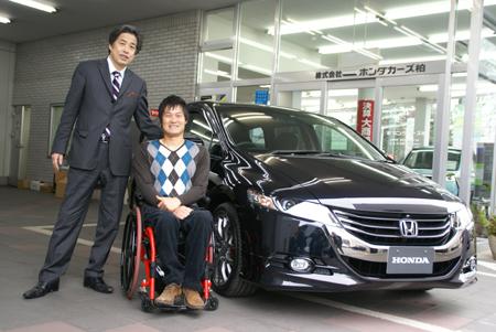 写真:国枝慎吾選手と二宮清純が並んで記念撮影