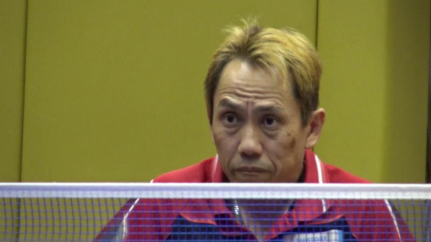 相手を見つめる吉田信一選手。練習中は常に新たなテクニック・戦術を試しているという